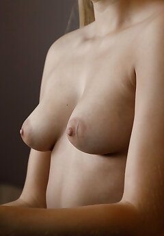 Tits Public Pics
